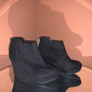 3 for $25.00🌼 sale! Christian Siriano booties.